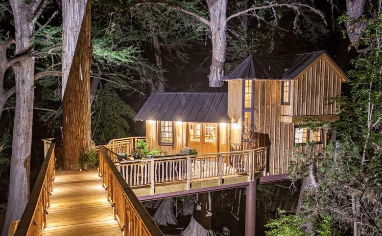 Treehouse Utopia lighted up