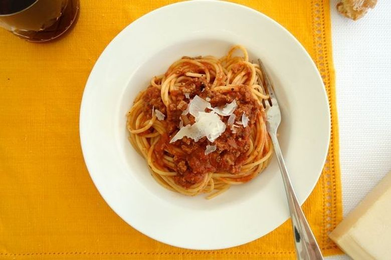 spaghetti-bolognese-traditional-recipe-506891-1